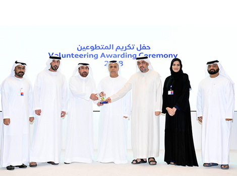 an image of Al Tayer honouring volunteers